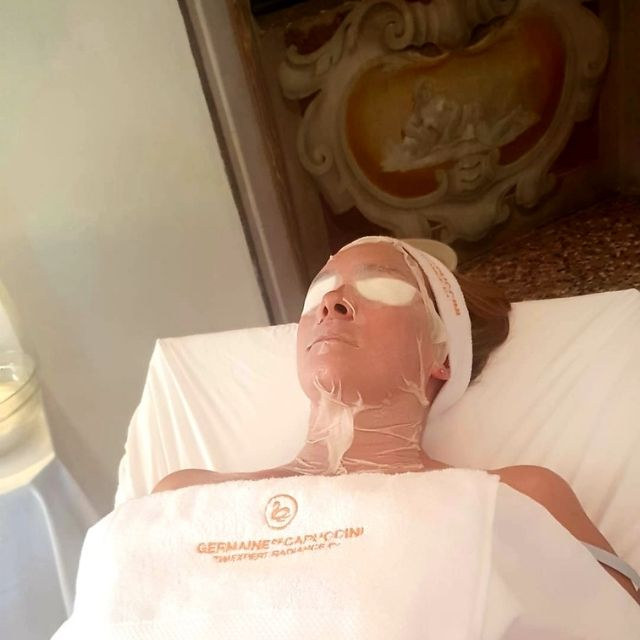 Maschera in posa trattamento viso Radiance C+ Estetica Dama